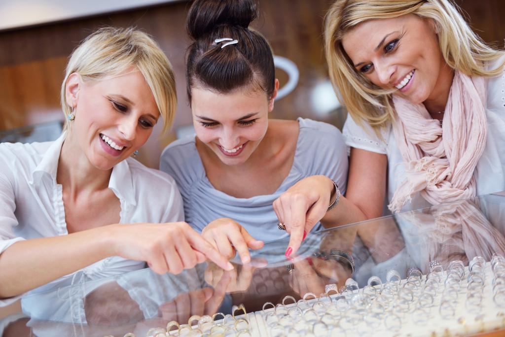 woman choosing jewelry